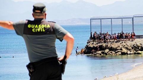 Foto de Más de 3.000 marroquíes llegan a nado a Ceuta en plena tensión diplomática