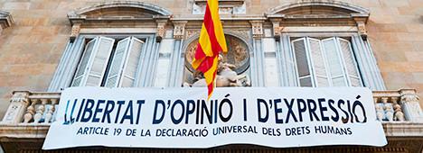 Foto de Cuelgan otra pancarta en el Palau: Libertad de opinión y expresión