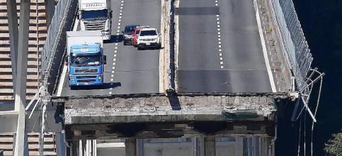 Foto de Son ya 39 los muertos en el derrumbe del puente endeble y corroído de Génova