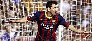 Foto de Messi y su padre depositan los 5 millones que adeudan a Hacienda