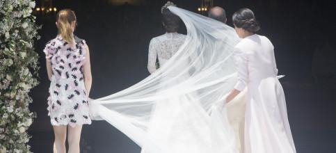 Foto de El traje de novia, la tiara, las joyas... Los detalles del look nupcial