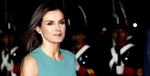 Foto de Doña Letizia pisa fuerte a su llegada a Argentina con un look de estreno