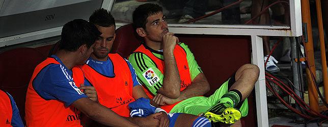 Foto de Iker Casillas se acostumbra a ser suplente aunque en el club le ven titular