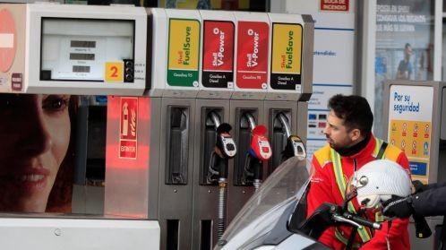 Foto de La gasolina alcanza el precio más alto en siete años mientras la luz pulveriza su coste récord