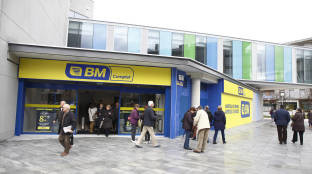Foto de Uvesco mira a Eroski con interés por si vende tiendas para cumplir con la banca