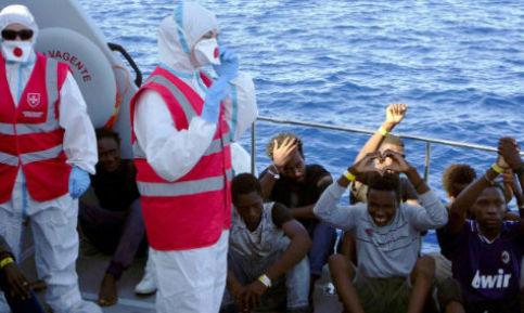 Foto de Italia permite el desembarco de 27 menores del Open Arms