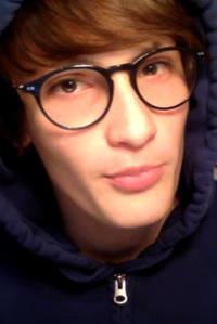 El polémico hijo youtuber de Carla Bruni y sus flirteos con la ultraderecha