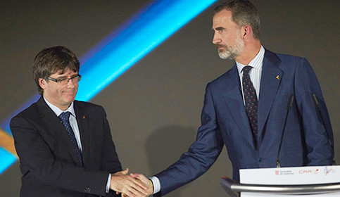Foto de Puigdemont avanza en el desafío: asegura que ya hay urnas para el 1-O